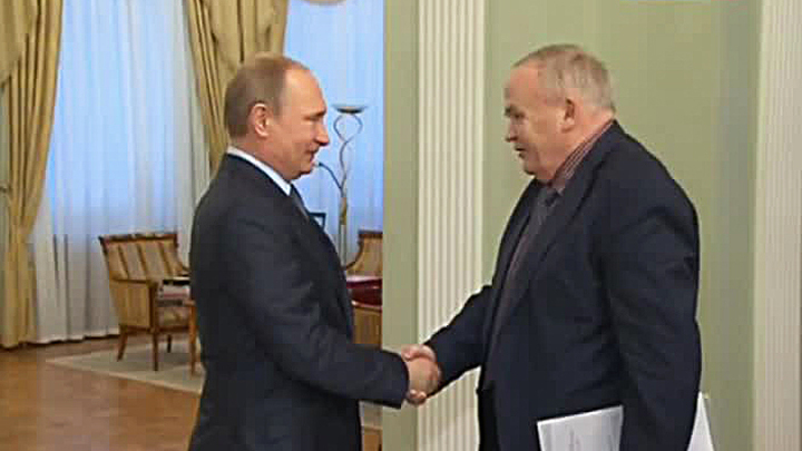 Владимир Путин поздравил Евгения Велихова с юбилеем