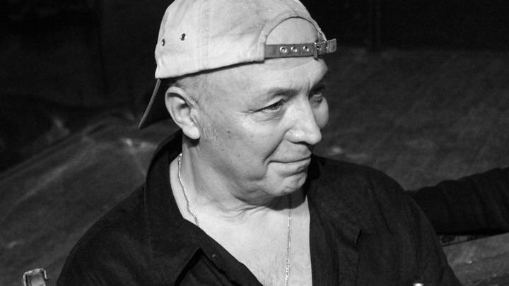 Москва, театр на Юго-Западе, основатель театра Валерий Белякович во время телесъемок.