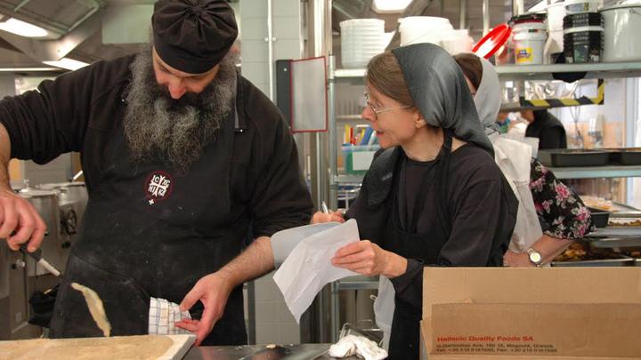 Афонские монахи на кухне Фонда